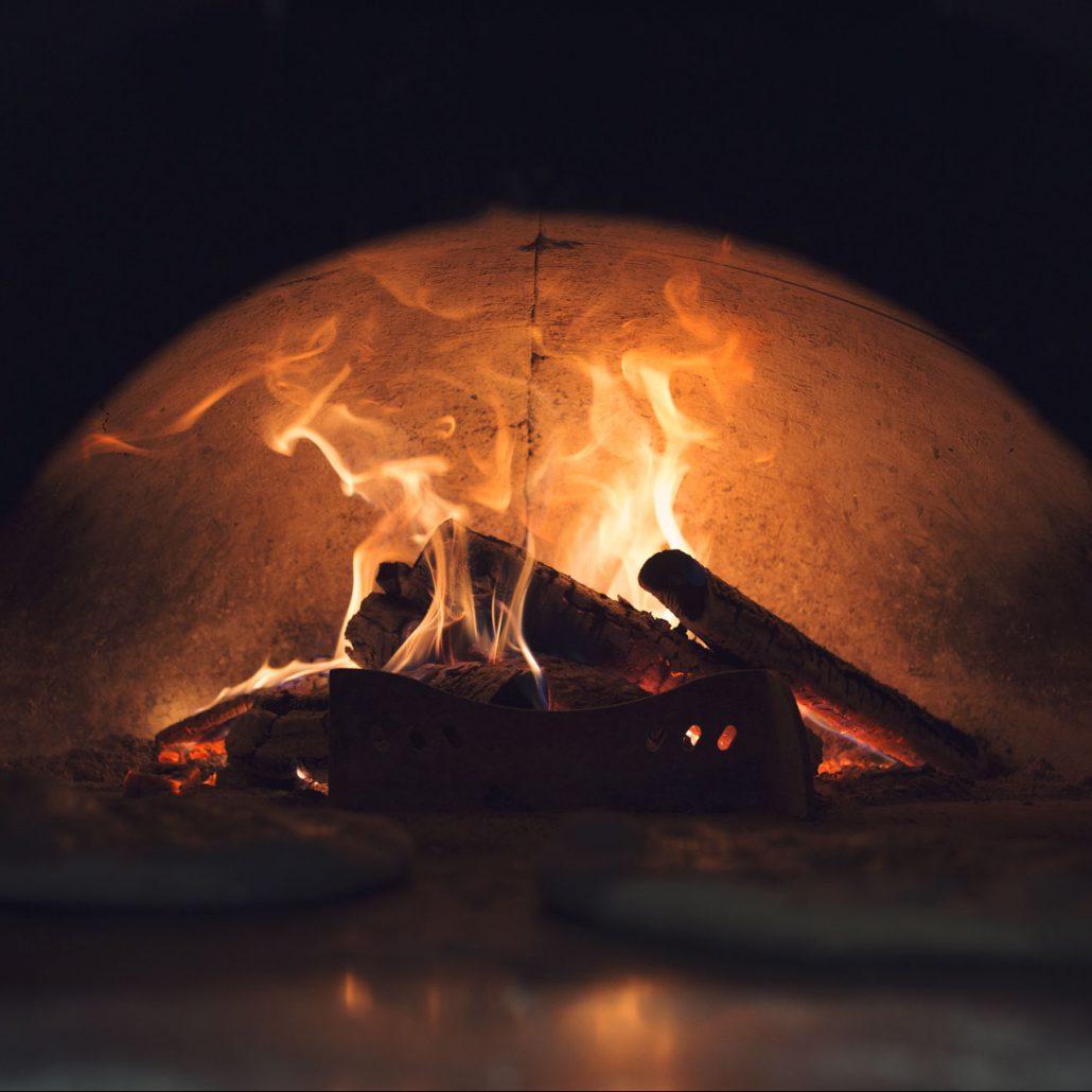 Pizza - pieczenie pizzy w piecu